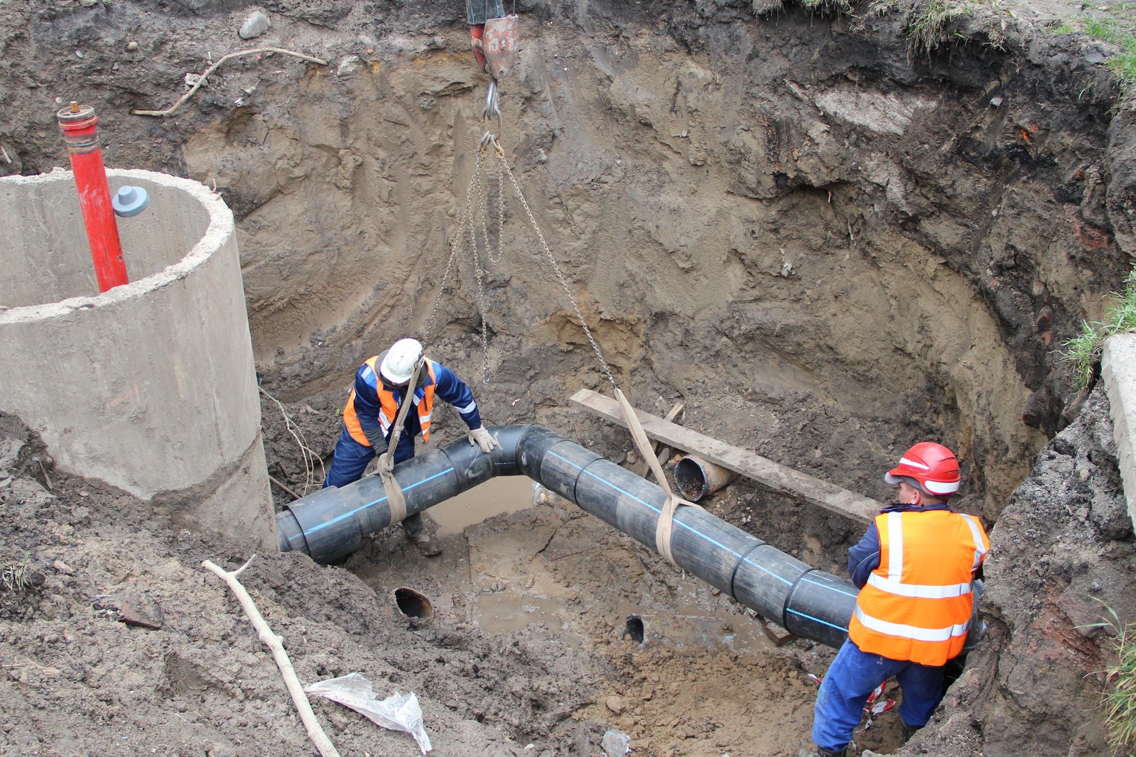 В течение лета на ул. Копылова было проложено 1400 метров новых пластиковых труб.По протяженности — это самый большой участок сетей, который вошел в производственную программу «КрасКома» по капремонту муниципальных сетей холодного водоснабжения в 2017 году.