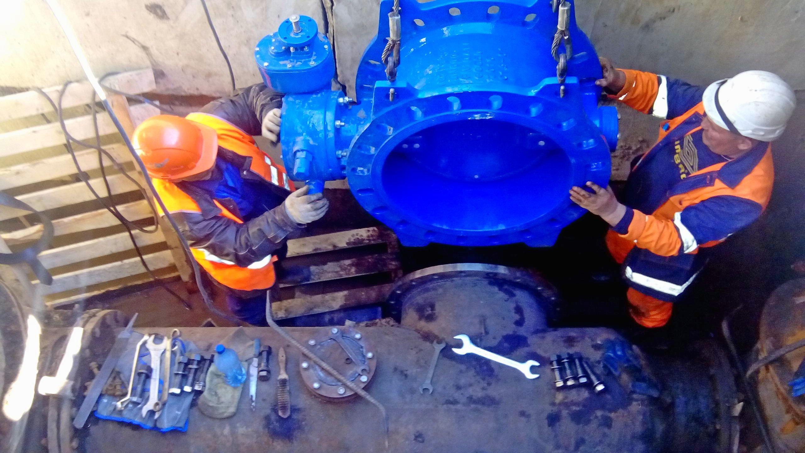За время остановки на водопроводных сетях будут установлены 20 новых задвижек диаметром от 200 до 800 мм.