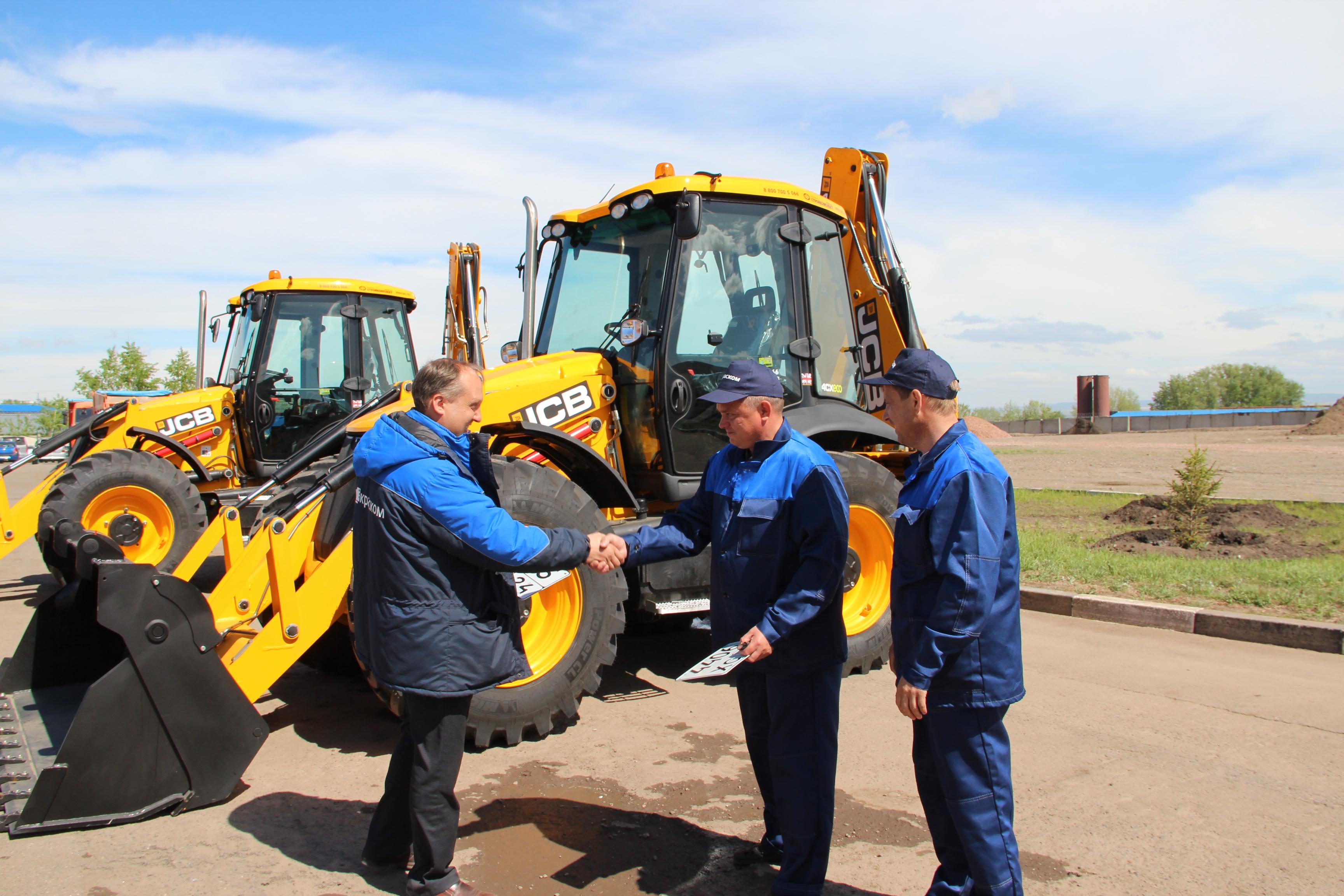 Два новых экскаватора JCB вышли сегодня в рейс с аварийными бригадами цеха эксплуатации и ремонта сетей холодного водоснабжения компании КрасКом.