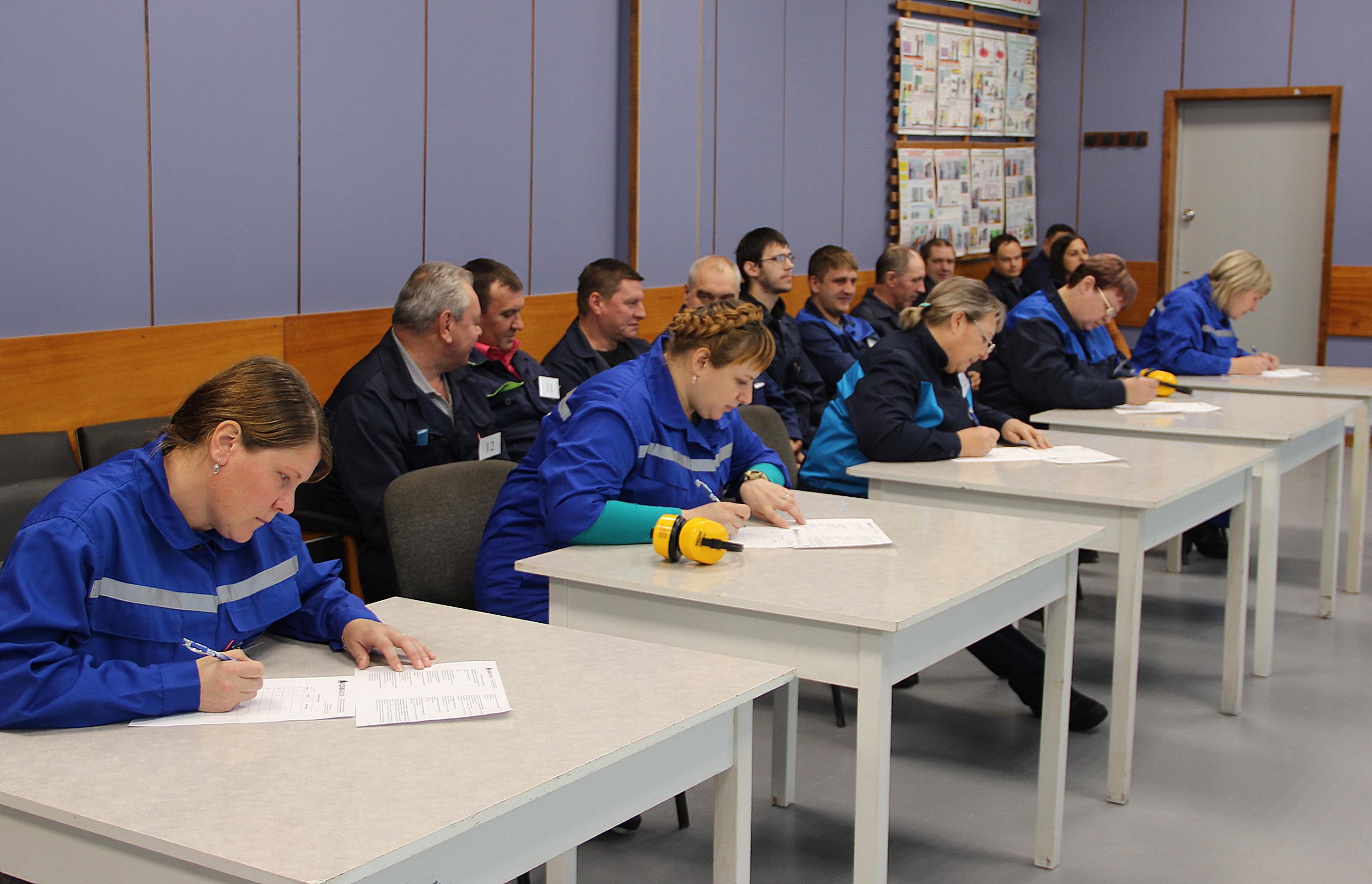 Для  жюри было важно, как конкурсанты соблюдают требования охраны труда, грамотно используют техническую документацию, оборудование и знают теорию  профессии.