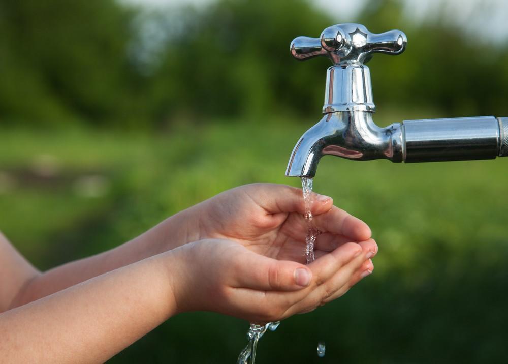 До 17-го июля 2020 года жители частного сектора, садовых обществ и коттеджных поселков пригорода Красноярска смогут узаконить без штрафа свои несанкционированные подключения к сетям холодного водоснабжения.