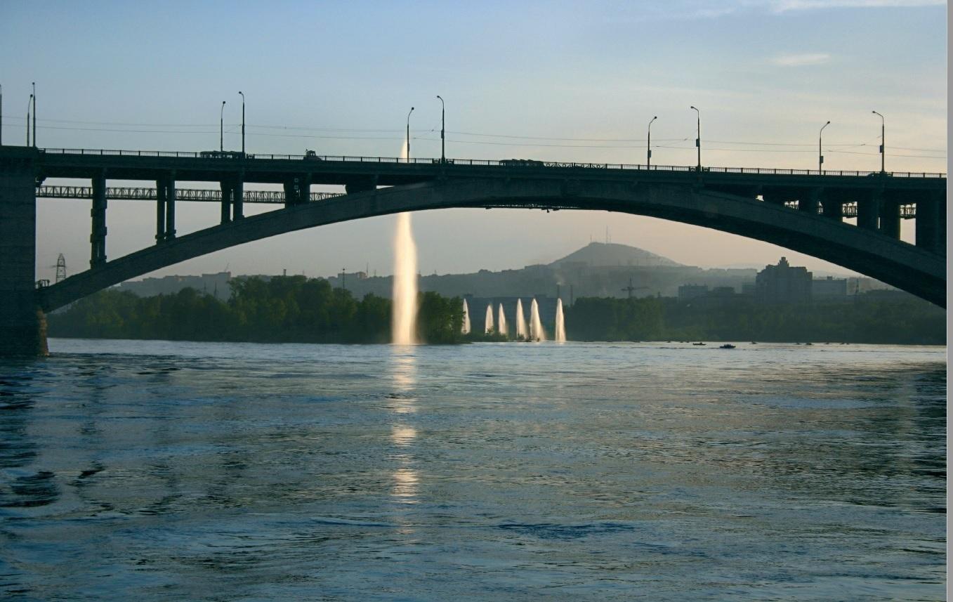 Фонтаны из Енисея появились в сентябре 2003 года — их создали к 90-летию красноярского водопровода.