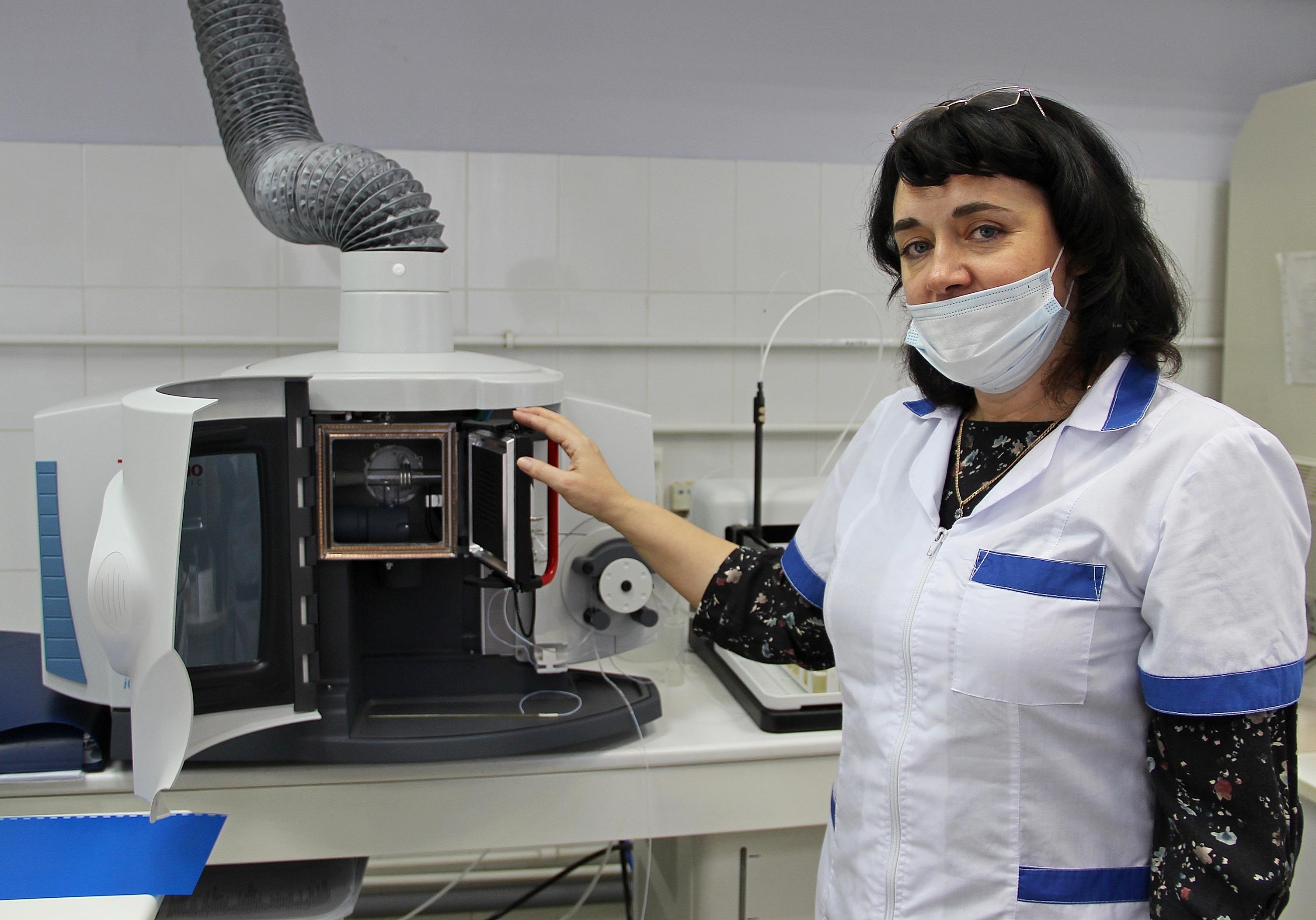 Сегодня на вооружение инженеров-химиков компании «КрасКом» поступил один из самых передовых приборов для выполнения элементного анализа воды — спектрометр ICAP 7200 Duo, который исследует воду одновременно по 26 различным микроэлементам, вычисляя их содержание до 0,000001 мг/дм3.