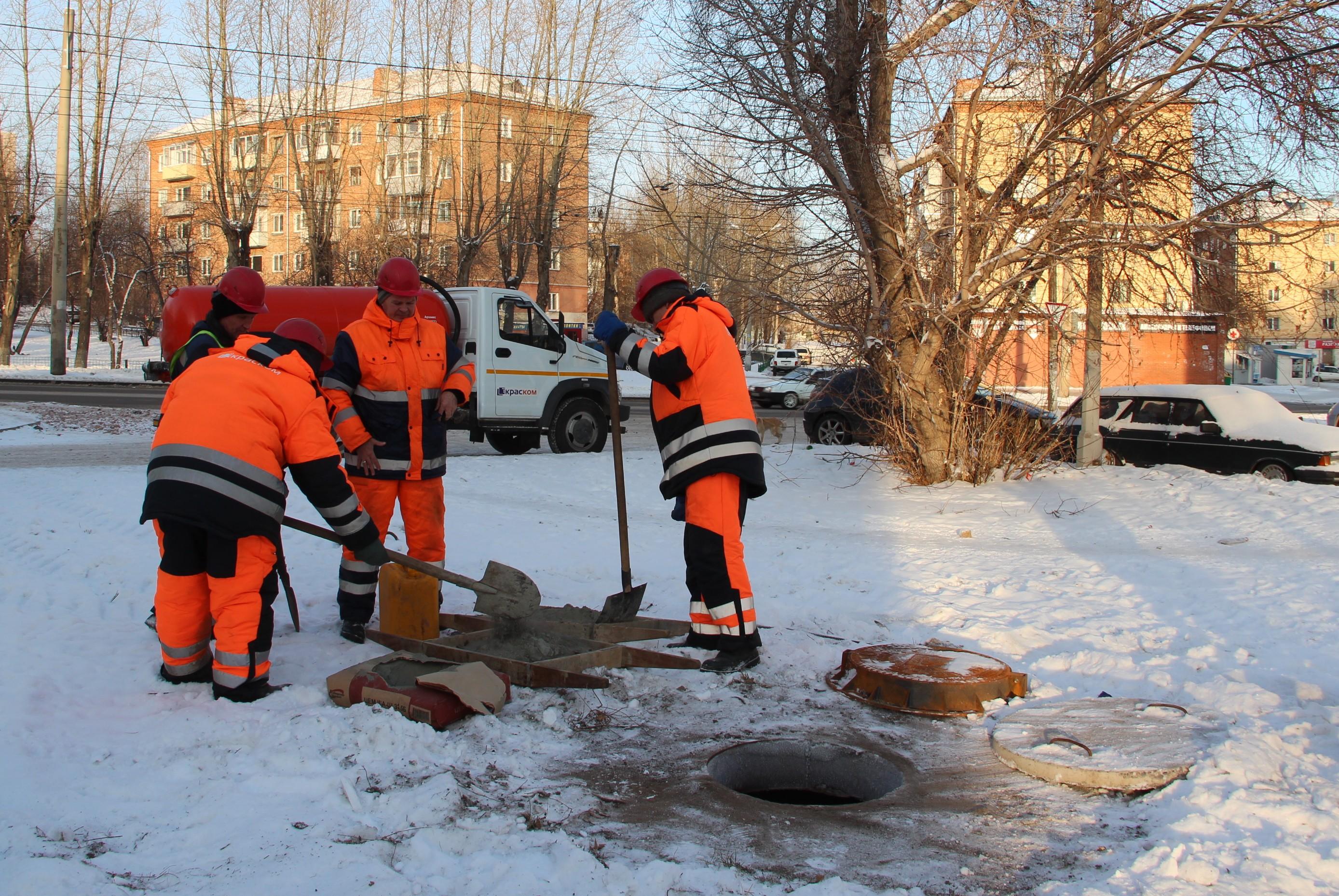 Всего на обслуживании компании «КрасКом» находится 27,9 тыс. канализационных, 12,7 тыс. водопроводных и 7,1 тыс. тепловых колодцев с крышками.